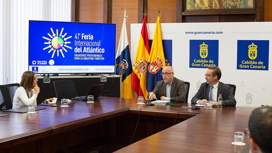 El presidente del Cabildo de Fuerteventura y el consejero de Desarrollo Económico, Raúl García Brink, presentan la Feria Internacional del Atlántico.