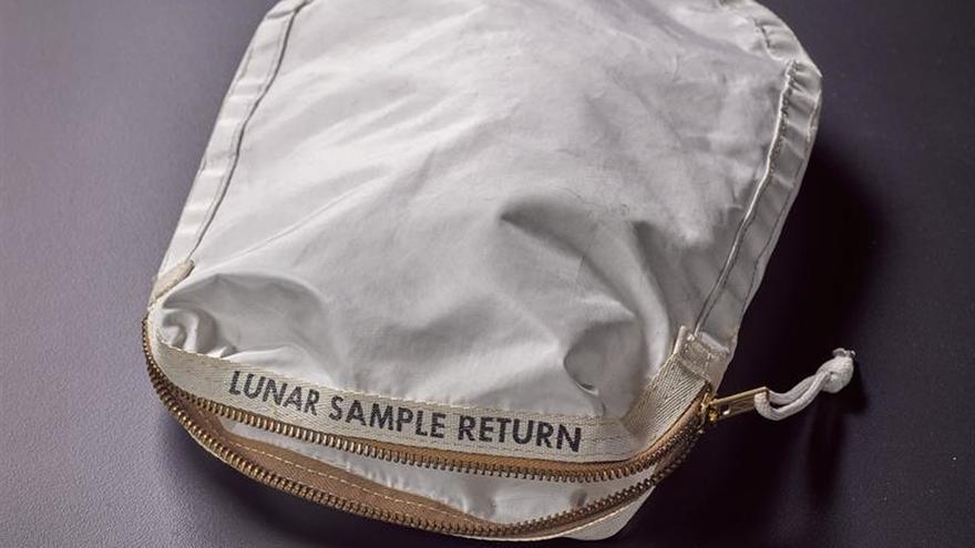 Sotheby's subastará bolsa con polvo de la Luna por más de 2 millones dólares