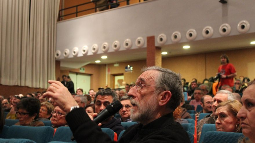 Un ciudadano interviene en la primera 'Asamblea ciudadana para cambiar Murcia' / PSS