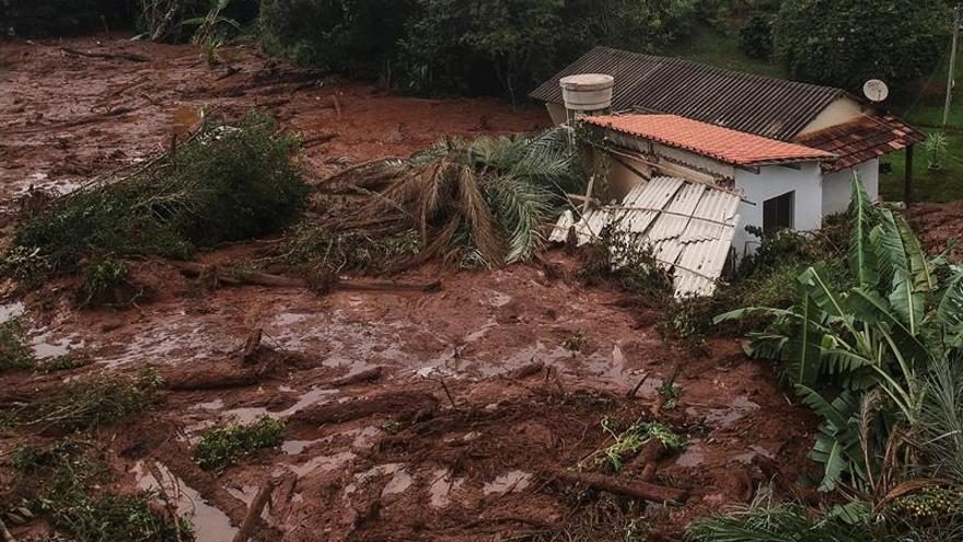 Suben a 37 los fallecidos por la tragedia minera en Brasil