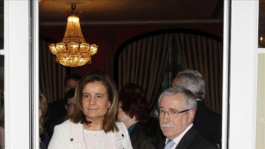 Báñez subraya que el Gobierno trabaja desde el primer minuto por crear empleo