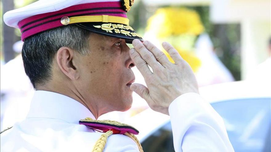 El príncipe de Tailandia retira el tratamiento real al apellido de su esposa