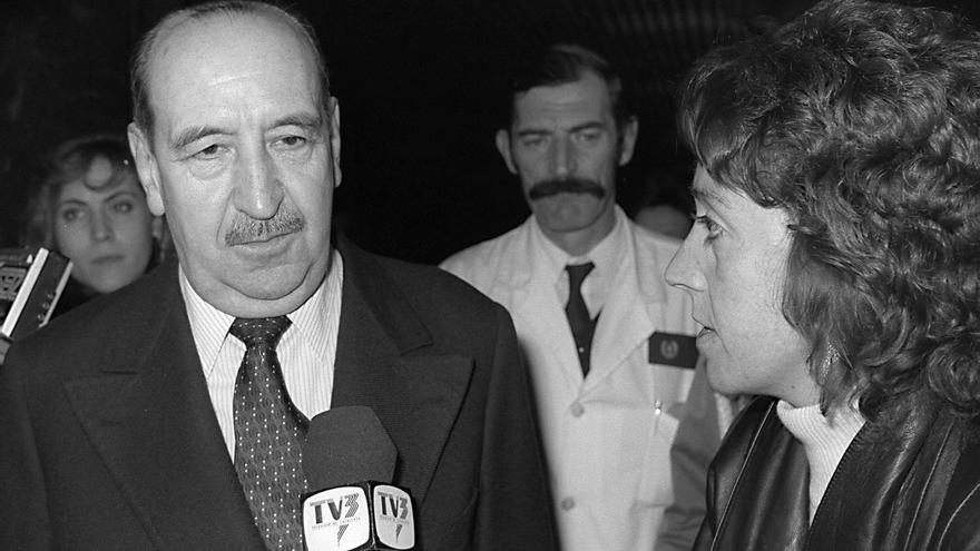 MADRID, 23,12,88. El ex general Alfonso Armada, indultado por el Gobierno, a su salida esta noche del Hospital Gomez Ulla, camino de su domicilio.