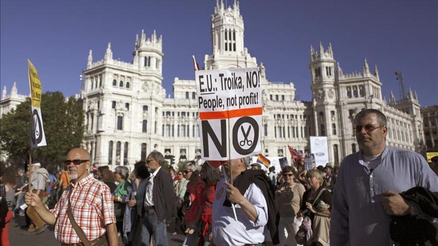 Miles de manifestantes en Madrid contra los recortes impuestos por la troika