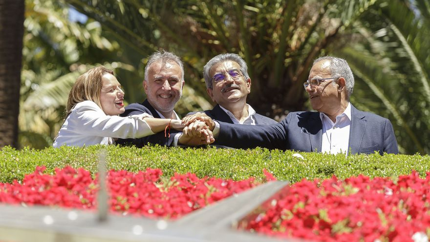 Noemí Santana, Ángel Víctor Torres, Román Rodríguez y Casimiro Curbelo, tras la firma del pacto histórico de la izquierda en Canarias
