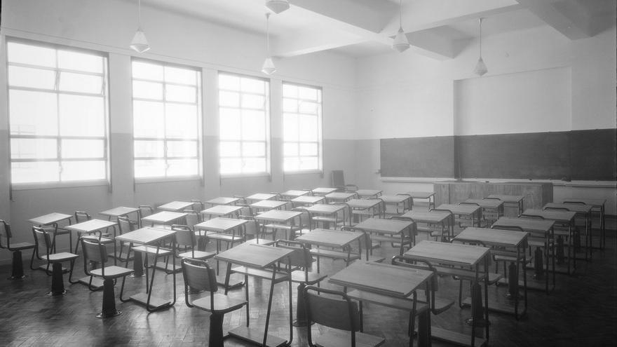 Aulas vacías de alumnos e ilusión, llenas de recortes