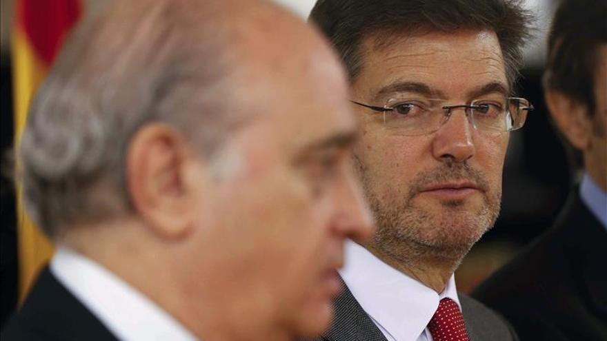 Los Ministros Espa Oles De Justicia E Interior Visitar N