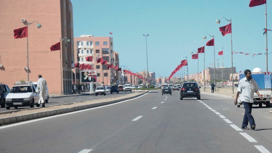 Las calles de El Aaiún engalonadas con la bandera marroquí para celebrar el aniversario de la Marcha Verde. / Foto cedida por Nazha El Khalidi, de Equipe Media.