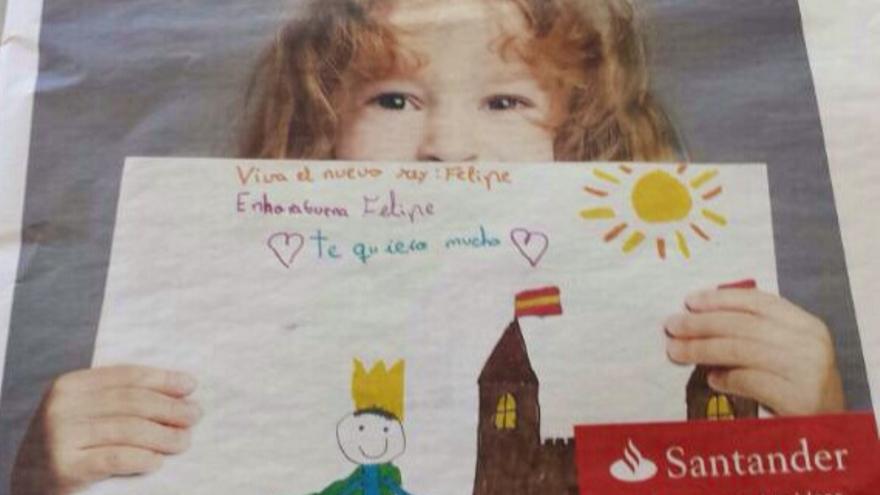 """El Banco Santander, felicitando a los reyes, con un """"Te quiero"""" incluido, en el cartel que sostiene la niña"""
