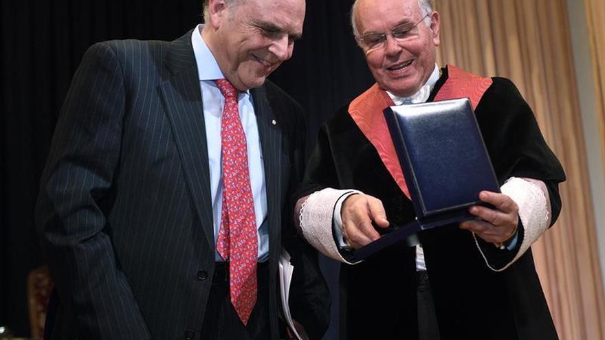 La UIMP despide el curso entregando el Premio M. Pelayo y nuevo doctor honoris causa