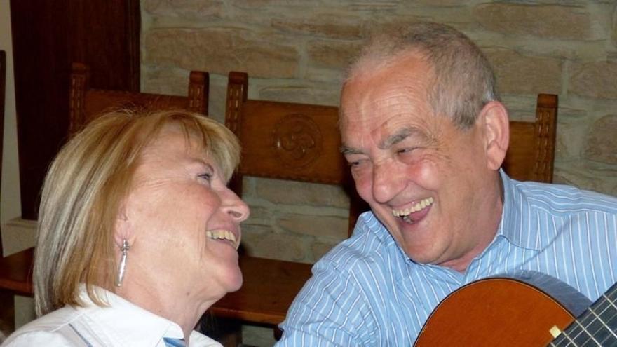 Maribel Tellaetxe junto a su marido. Maribel sufre un gran deterioro debido al Alzheimer