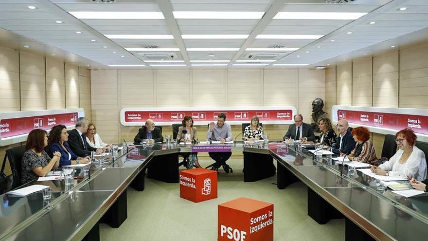 Sánchez reúne mañana en la Cámara alta a los diputados y senadores del PSOE