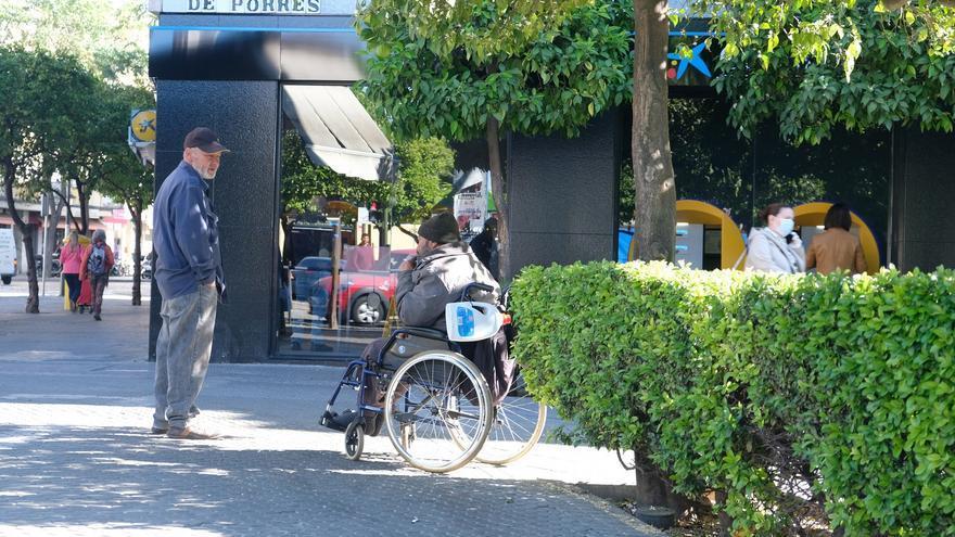 Homeless manteniendo la distancia de seguridad durante la pandemia /Foto: Luis Serrano