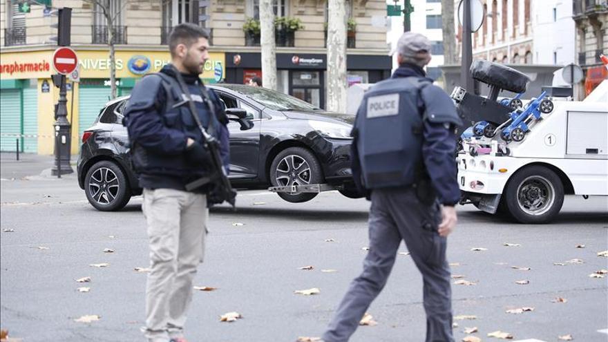 Operación policial con tiroteos en el barrio parisino de Saint Denis