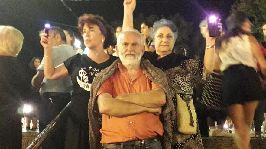 Ángela, Rafael y Encarna durante la manifestación en Bilbao