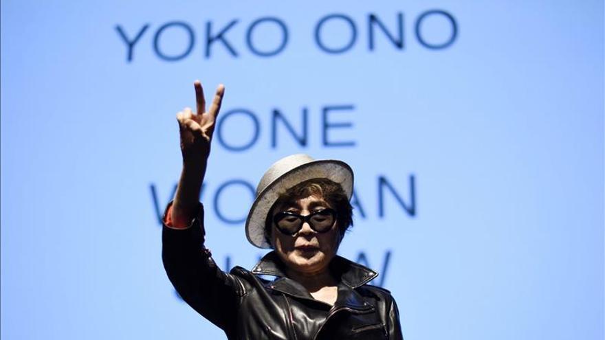 El MoMA pide perdón a Yoko Ono