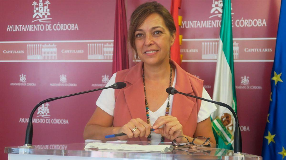 La portavoz del PSOE, Isabel Ambrosio, en rueda de prensa.