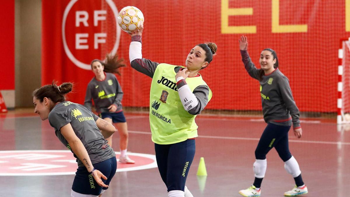 Cristina García durante un entrenamiento con la selección española