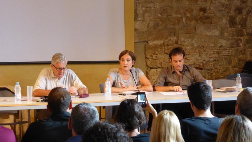 Carlos Jiménez Villarejo (Podemos), Ada Colau (Guanyem Barcelona) y el abogado Jaume Asens.