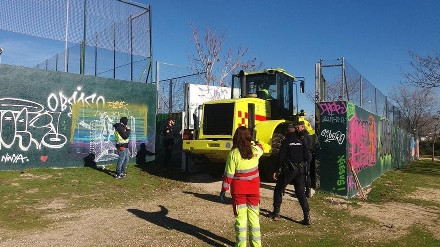 La Policía concluye la inspección de un solar en Valdebernardo (Madrid) frecuentado por los yihadistas detenidos