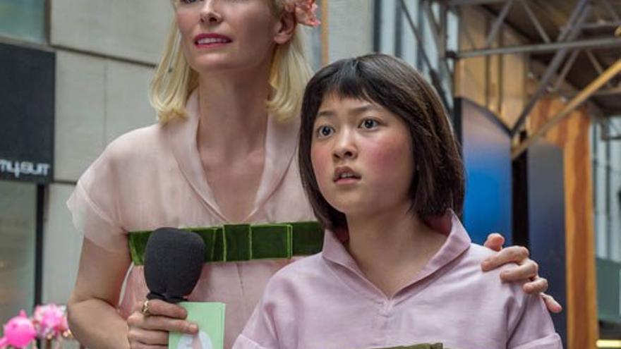 Nancy Mirando junto a Mija.