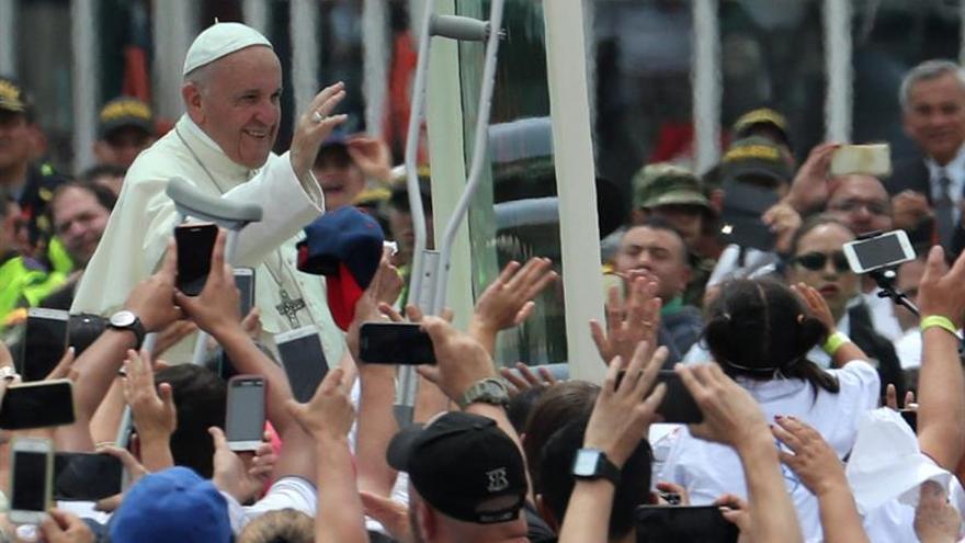 El papa Francisco desata la euforia entre los feligreses de Medellín