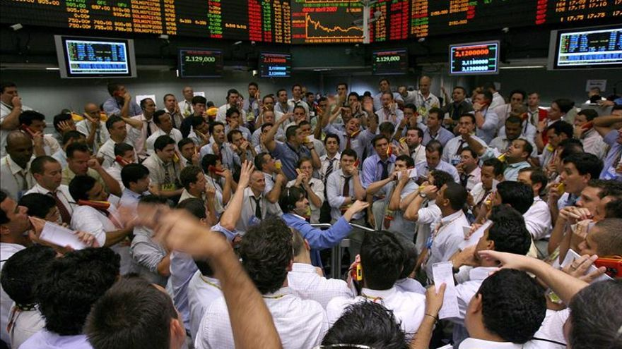 Los mercados de América Latina cierran mixtos al no tener de guía a Wall Street