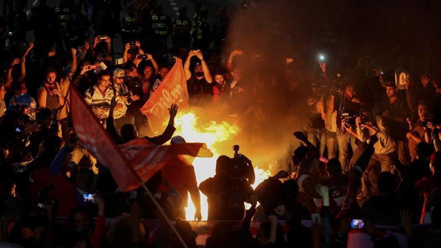 Manifestantes protestan contra Michel Temer en su cuna política