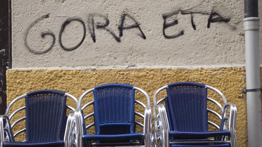 Imagen de archivo: pintada a favor de ETA en el casco viejo de Vitoria.