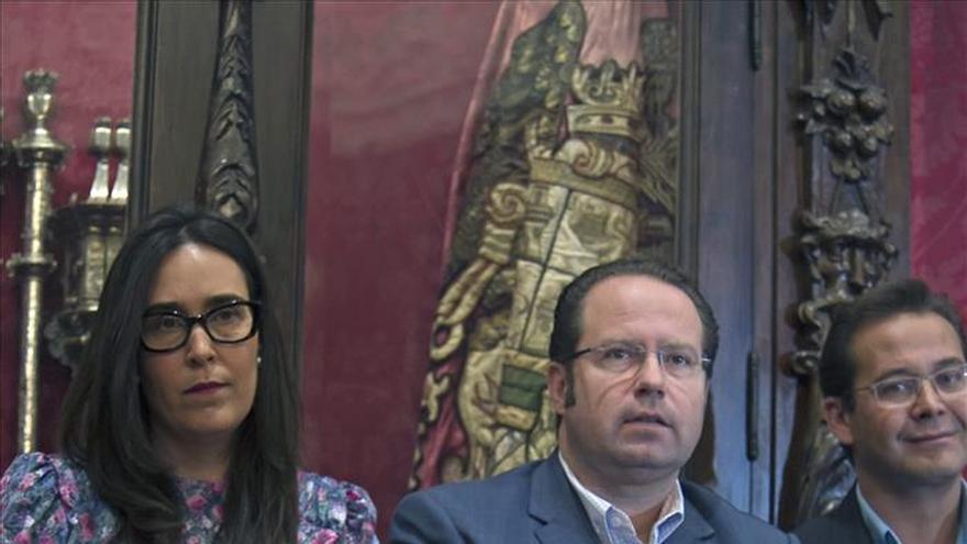 """El alcalde de Granada dice que """"las mujeres, cuanto más desnudas, más elegantes"""""""