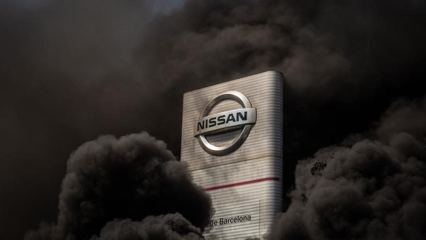 Protestas frente a la sede de Nissan en Barcelona.