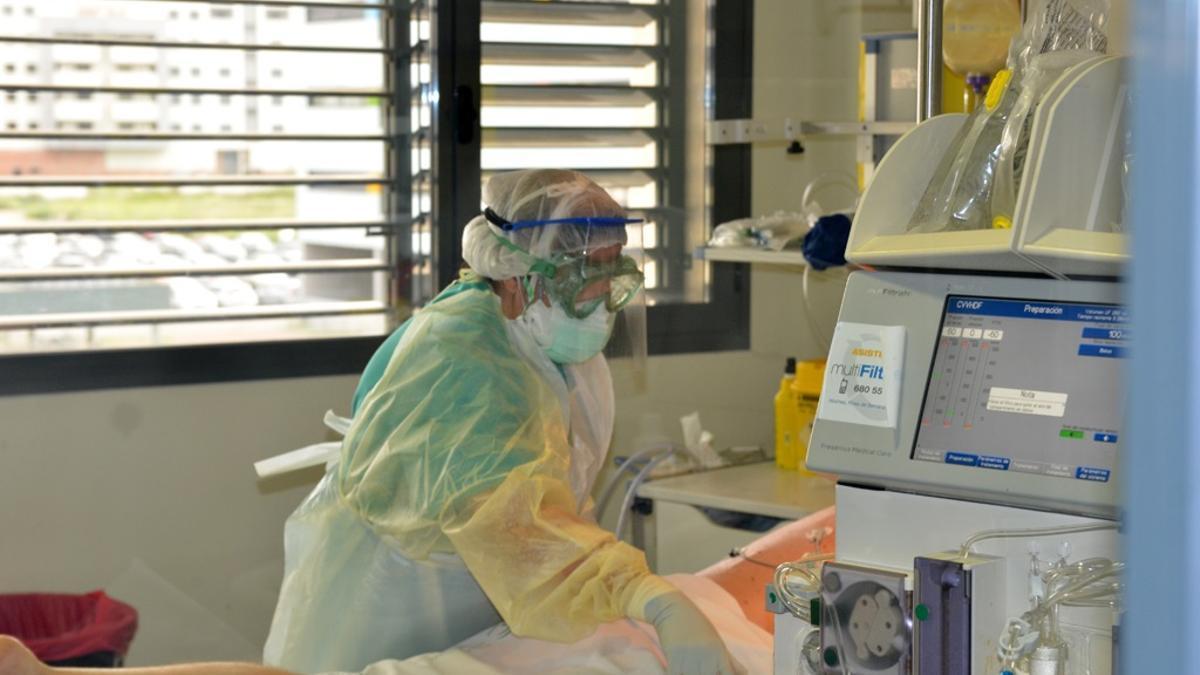 Atención a un paciente COVID en una UCI