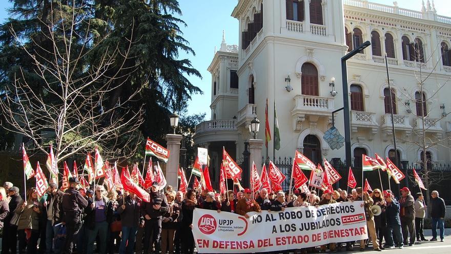 Miles de personas se concentran en las subdelegaciones del Gobierno en las provincias andaluzas a favor de las pensiones