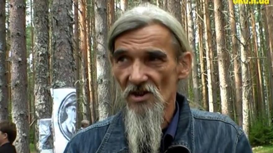 El cazador de tumbas durante una entrevista // Youtube: Ruslan Kotsaba