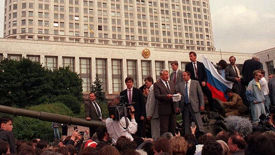 Yeltsin se enfrenta al intento de golpe de Estado