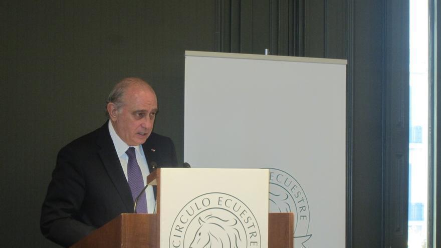 """Fernández Díaz pide a los ciudadanos que no tengan """"alarma ni pánico"""" ante la amenaza terrorista"""