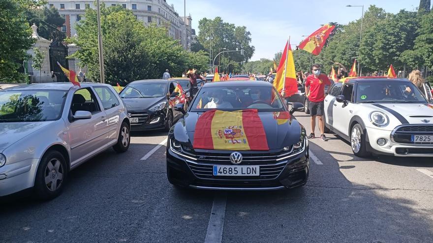 Inicio de la manifestación convocada por Vox en Madrid, en el Paseo de Recoletos.