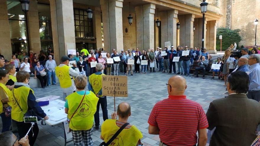 Concentración de pensionistas en Albacete