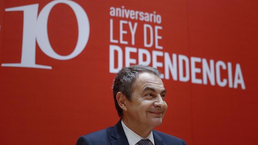 """Zapatero pide al Gobierno un """"esfuerzo"""" en financiación para Ley Dependencia"""