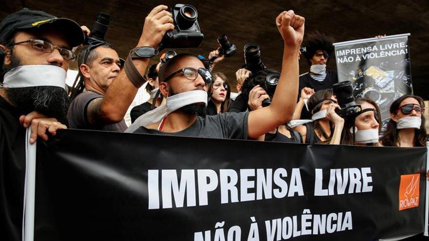 Fotógrafos protestan en Brasil contra la violencia policial en manifestaciones