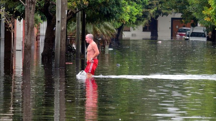 Un muerto, un desaparecido y 46 evacuados por fuertes lluvias en Argentina