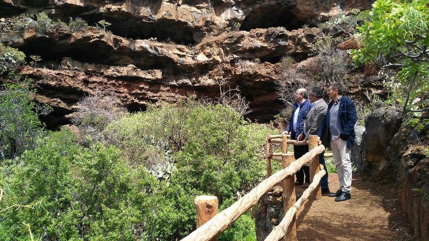 De izquierda a derecha, Anselmo Pestana, Primitivo Jerónimo y Martín Taño, la reciente visita realizada a Buracas.