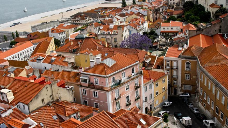 Tejados de Alfama, una de las postales recurrentes de la ciudad de Lisboa.