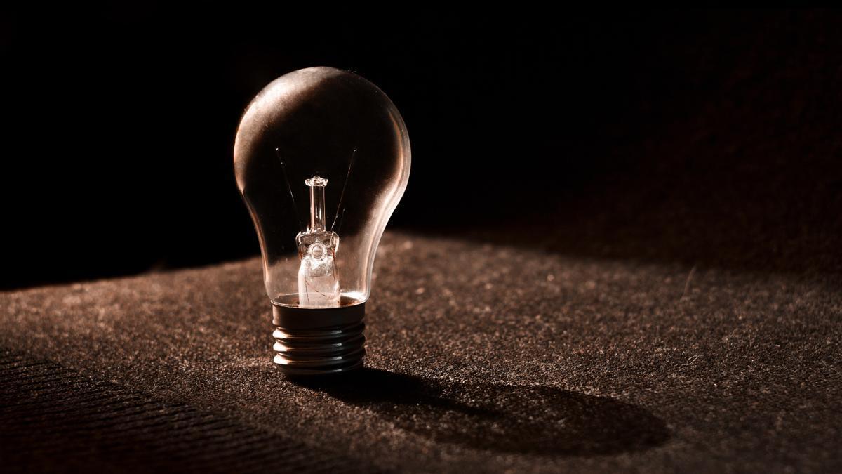 Cómo te afectan las subidas del precio de la luz aunque tengas un contrato de tarifa fija