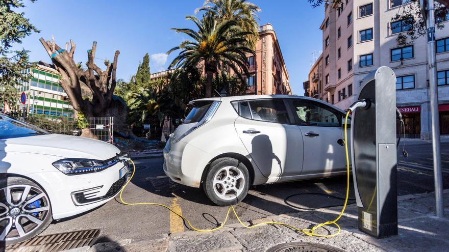 Anfac y Faconauto piden 340.000 puntos de recarga eléctricos para 2030