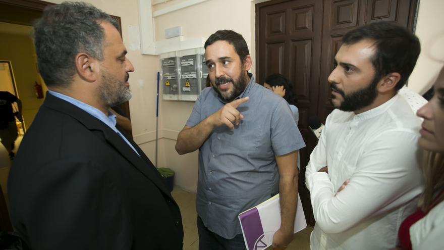 José Alberto Díaz, alcalde de CC en La Laguna, junto al líder de la oposición, Rubens Ascanio, de Unidos Se Puede