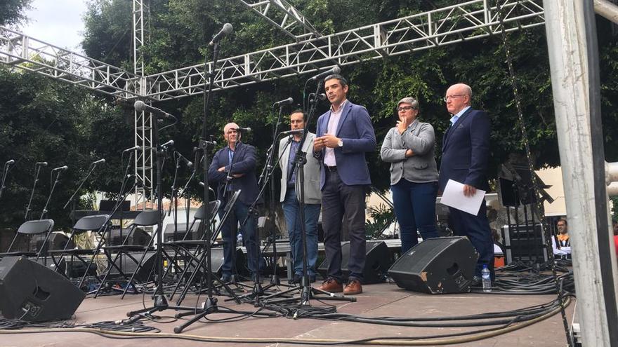 Narvay Quintero, junto a otros invitados al acto oficial de celebración de los 25 años de Cupalma en Los Llanos, en La Palma