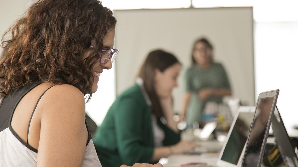 Nuevas becas en tecnología para mujeres y disidencias