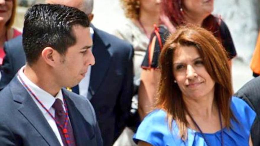 El concejal del PSOE en Telde Alejandro Ramos y la alcaldesa del municipio Carmen Hernández (Nueva Canarias)