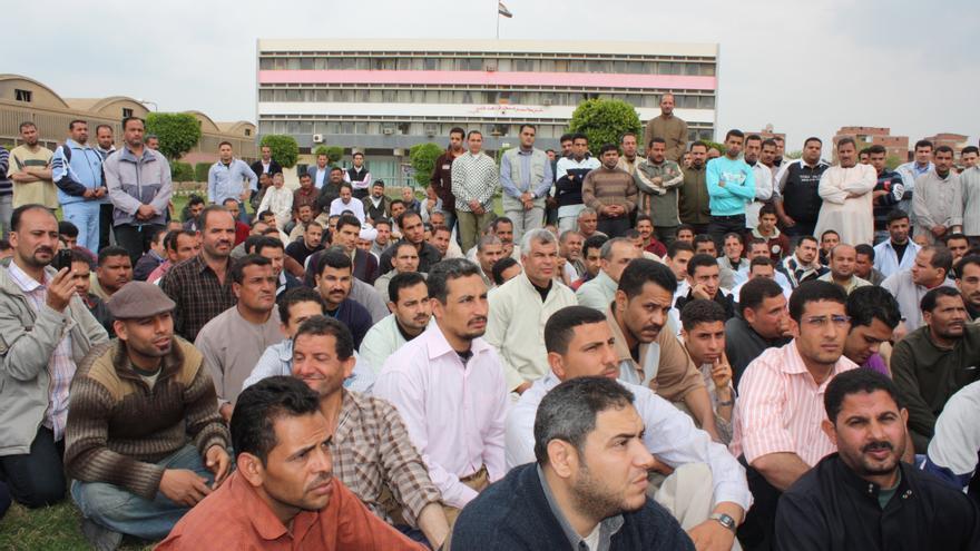 Trabajadores de la fábrica de la fábrica textil de Shebeen el Kom en 2011 (Foto: Olga Rodríguez)